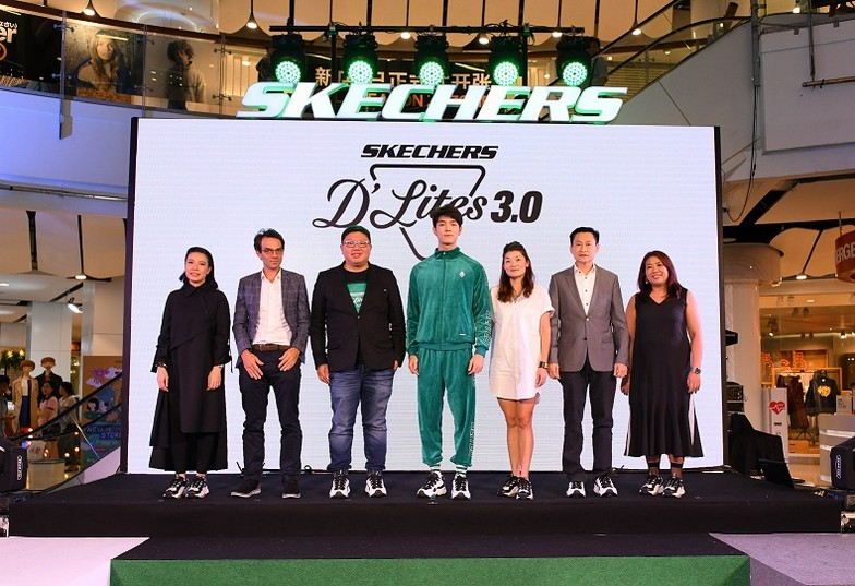 Skechers D'Lites 3 (10) - Executives and presenter are wearing the newest design